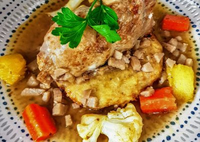 Caille farcie , calette pomme de terre coing et son jus réduit, petits légumes d'automne (2)