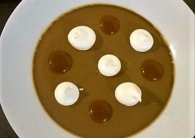 Crème chicorée Leroux à l'ancienne, ponte de caramel et meringue