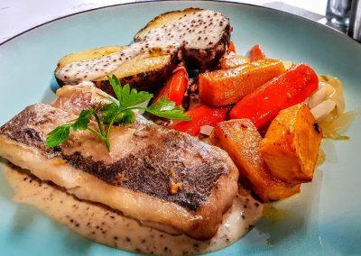 Lieu Noir , pomme de terre au four , légumes saisonniers