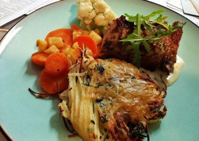 thon rouge , pomme paillasson, carottes et chou fleur